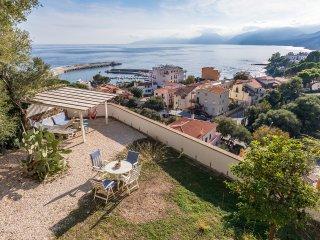 VILLA PALMA: elegante villa con incantevole vista mare, 10 persone