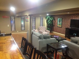 Private Loft, 2nd Avenue DOWNTOWN, Steps From Everything!