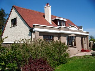 Vancouver House-Large Well Maintained Self Catering House