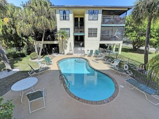 Charming 2 Bedroom Condo with a Pool ~ Spring Specials!