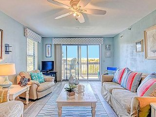 1116 Shipwatch Villas - 2BR Oceanfront Condo in North Topsail Beach with Communi