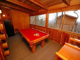 Wooded Log Cabin with Game Room, Entertainment, & Hot tub!