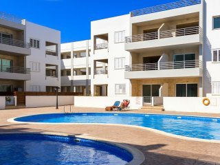 Church View Apartment - 2 Bedrooms with Communal Pool