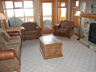 Big White Bullet Creek Cabin 2 Bedroom with Private Hot Tub