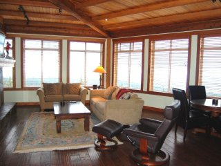 Unreal Ski-in/Ski-out Condo with Private Hot Tub and Den/Games Room!