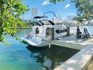 24hr Yacht Charter w Complimentary Villa Access