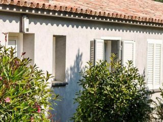 'Le Mistral' Charming Apartment in residence with pool and Air Conditioned.