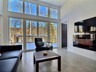 Loft in nature at BelAir, tennis, spa, restaurant, 10 minutes from Tremblant