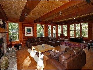 Located on North Side of Mont Tremblant, |  Minutes from Resort (215713)