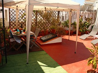 Apartamento céntrico terraza privada, opción parking,WIFI ,aire acondicionado.