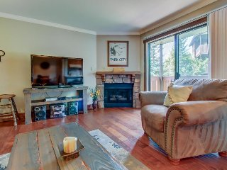 Mountain lodge with private balcony plus access to shared hot tub & pool!