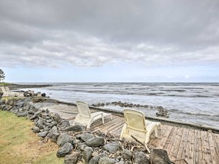 Peaceful Oceanfront Hauula Apt. w/Panoramic Views!