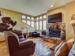 Home in the heart of Old Town w/mountain views, fireplace - shuttle access