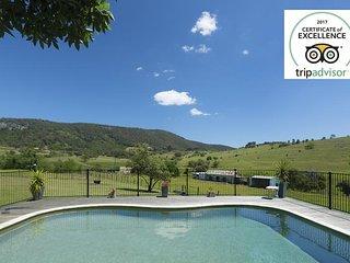 Tharah - Luxury Mountain View Estate
