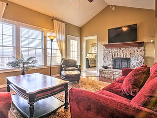 Gorgeous Villa w/ Pool Access - 5 Mins to Branson!