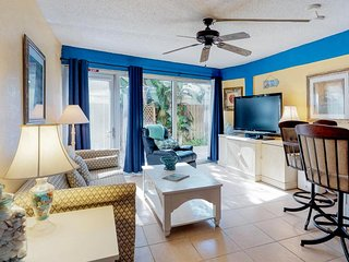 Cozy & colorful getaway w/full kitchen, shared pool, beach access, private patio