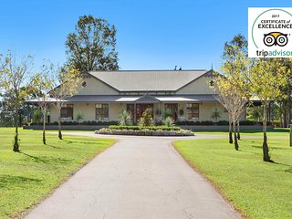Stonegate Estate - Elegant Homestead