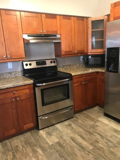 Fully equipped kitchen, electric stove, fridge with ice and water, microwave, toaster, pots and pans