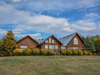 New! PANORAMIC HAPPINESS - majestic mountain views, secluded, easy access