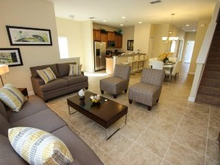 3041BPA. Gorgeous 5 Bedroom 4 Bath Town Home with a Private Pool