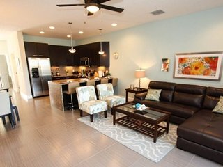 17531PA. Stunning 3 Bed 3 Bath Town Home With Splash Pool