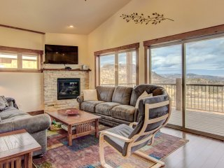 Modern Estes Park Condo-Stunning Mtn Views & Decks