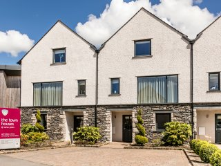 CARUS GREEN TOWNHOUSE 7, modern townhouse, on site golf, WiFi, near Kendal