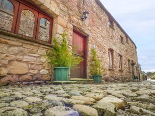LITTLE CHANTRY, romantic retreat, pet-friendly, WiFi, Kirkby Stephen, Ref 941794