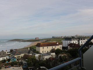 FISTRAL OUTLOOK, open plan, easy access to beach, WiFi, near Newquay, Ref 966009