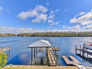 Homosassa Home w/ Private River Dock & Boat Ramp!