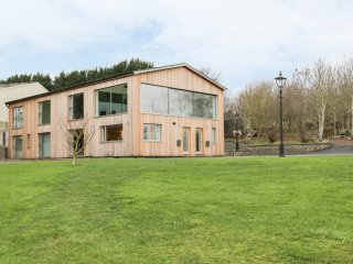 LITTLE BROOMCROFT, open plan, en-suite bedrooms, countryside, Ref. 937166