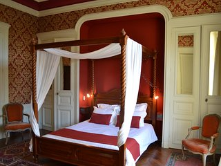 Prestigious private lodging in a chateau