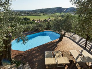 Pisa & Lucca - ICONIC LOCATION, Holiday Paradise, Amazing Views, Great Pool! 2
