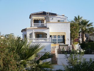 Luxury 3 bedroom detatched villa with pool near Villa Martin and all facilities