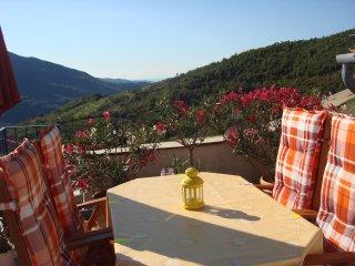 Sonnige Ferienwohnung in Ligurien Riviera mit Meerblick + großer Dachterrasse