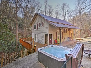 NEW! 3BR Bryson City Cottage w/ Waterfall Views!