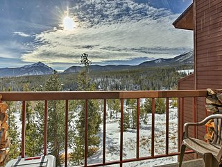 Silverthorne Condo w/Pvt Balcony & Hot Tub Access!