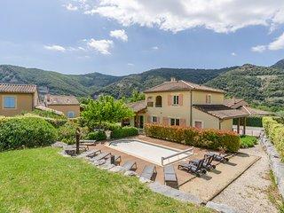 Villa Mazes voor 10 personen met privézwembad