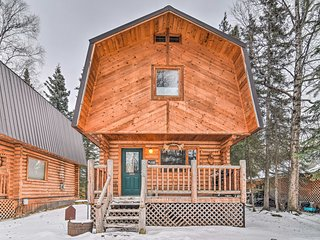 2BR 'Kozey Alaska' Cabin near Wasilla Lake w/Grill