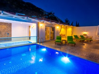Secluded Honeymoon Villa Sinem for 2, with Private Pool and Large Indoor Jacuzzi