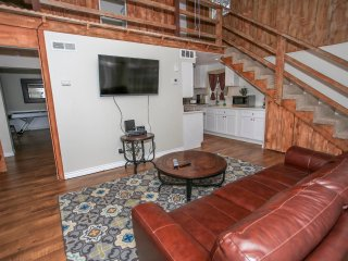 Bear Cub Den Adorable 3 BR Chalet /Air Hockey/WiFi