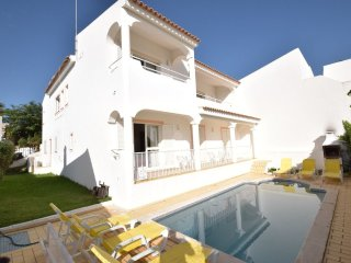 Villa Vita - Private Pool next to Marina and Albufeira Old Town (Free WIFI & AC)