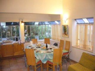 Appartement de 4 pièces , proche Frishman , 300 m de la plage , calme et clair