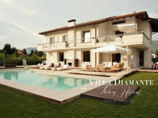 VILLA DIAMANTE 5 Stars Retreat with Heated Pool, free WiFi close to Beach Clubs