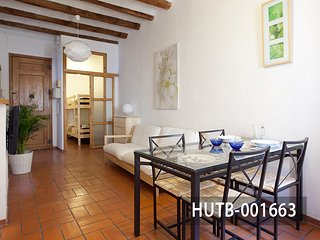 Charming holiday apartment for 4 guest in Gràcia district, Barcelona