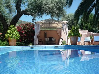 Beautiful Villa with Private Walled and Gated Pool, Free WiFi
