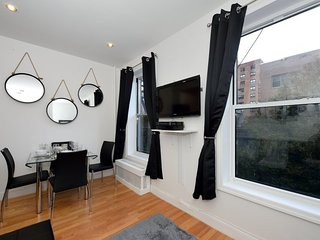 Midtown East in this comfy and quaint 2 bedroom Apartment 9217#