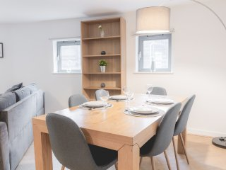 Spacious, Quirky L1 Apt. in Heart of City Centre!