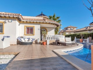 Stunning five bedroom Villa with fabulous swimming pool.