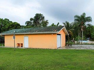 Casa temporada em uma bela chácara próxima litoral - Praia de Leste